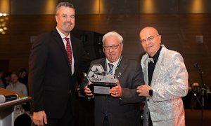Monsieur Gabriel Lussier a été honoré lors du banquet du samedi soir 16 septembre en recevant le « Prix ARPAC d'Excellence et d'Innovation Roger Fugère Sr. »